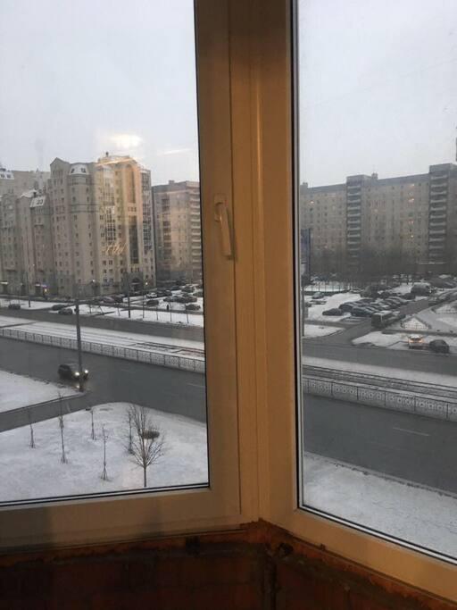 Балкон - вид на улицу Савушкина