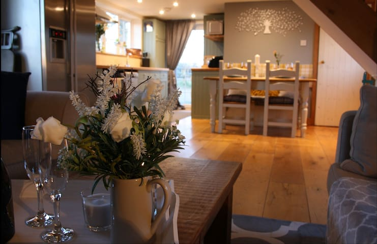 Newly refurbished luxury lodge close to Bath