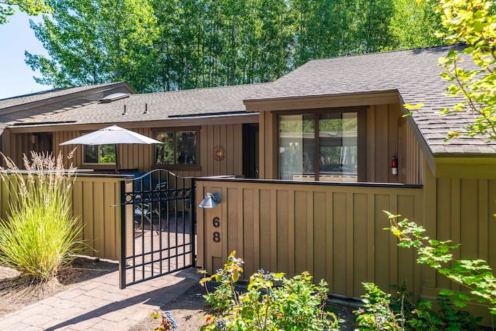 Sunriver Condo ~ Single Level