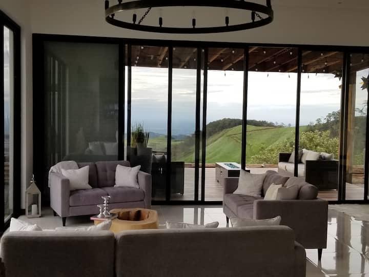 Beautiful contemporary white casa