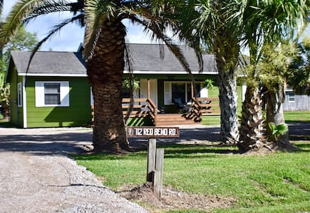 **PALM HAVEN**LUXURY WATERFRONT HOME W/DOCK!