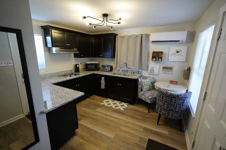 Private stay walking distance to Pearl/downtown