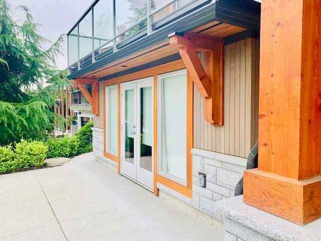Luxurious 2bed 2 bath NEW home in North Vancouver