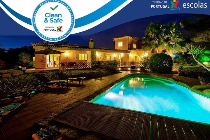 Villa Concha - Wonderful 6 bedroom villa, fenced in pool, outside bar, close to amenities