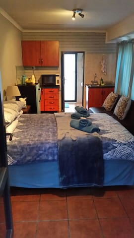 Cosy Bedsitter fit for Two, Self catering - Nelspruit - Apartment