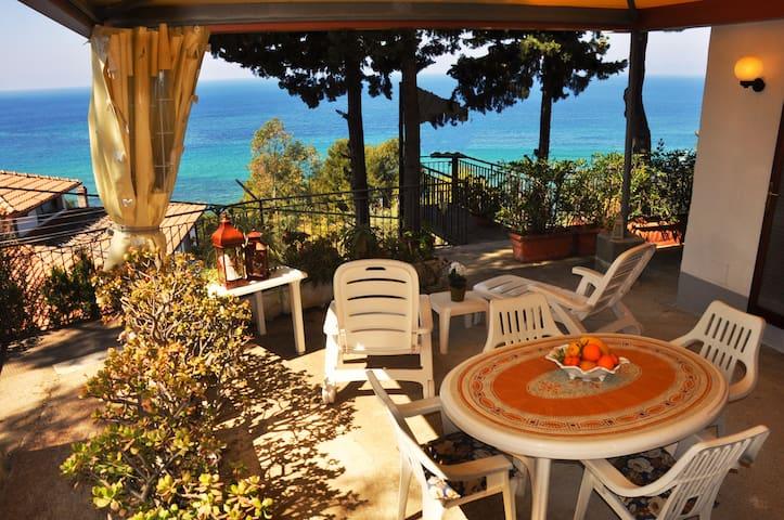 Villa Laura Sea View Apartment///