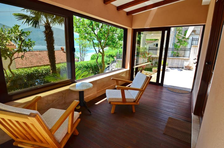 3-Bedroom 'Villa Anja' with Beautiful Bay View