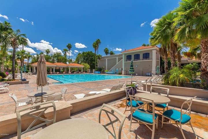 Luxury Resort Home In Val Vista Lakes (Beach Pool)