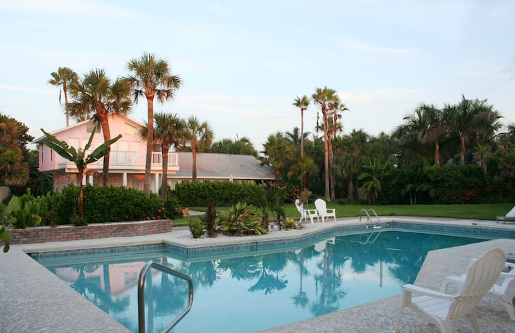 Stay at Majestic Oceanfront Estate w/ Heated Pool - Melbourne Beach - House