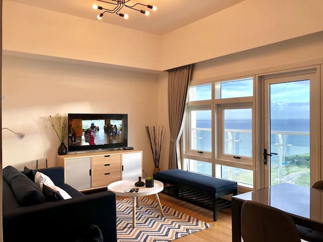 Modern 2BR Unit with a Panoramic Ocean & City View