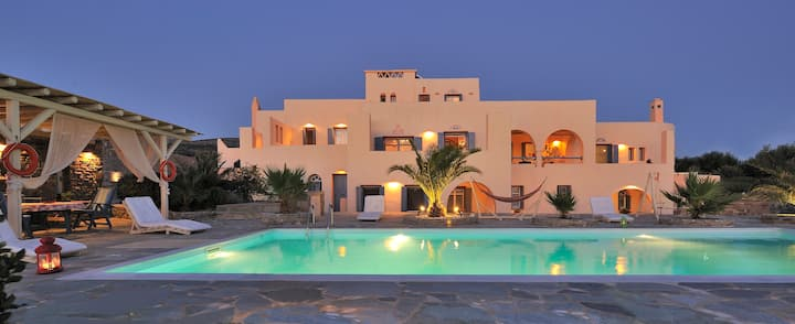 Luxury Parian Holiday Villas with panoramic view!