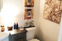 1st Floor 1/2 Bathroom (3)