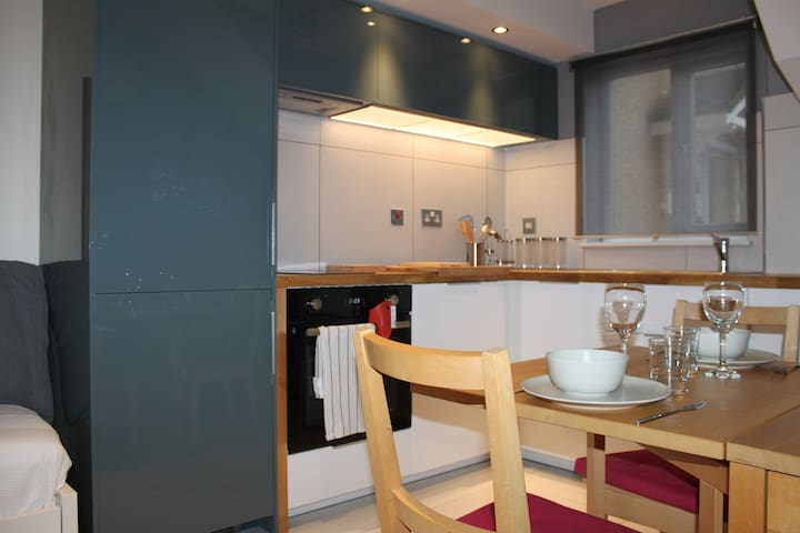 Contemporary, quiet, private mews duplex apartment