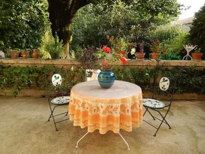 T2 avec jardin en bord de Drôme, à 5 min du centre