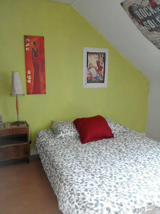 grande chambre dans maison caen maisons louer caen basse normandie france. Black Bedroom Furniture Sets. Home Design Ideas