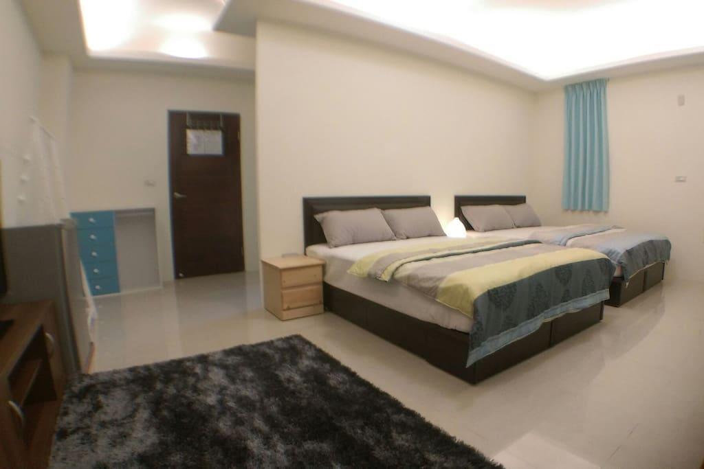 寬敞又明亮的空間有獨立筒床墊,在此可以獲得放鬆的感覺