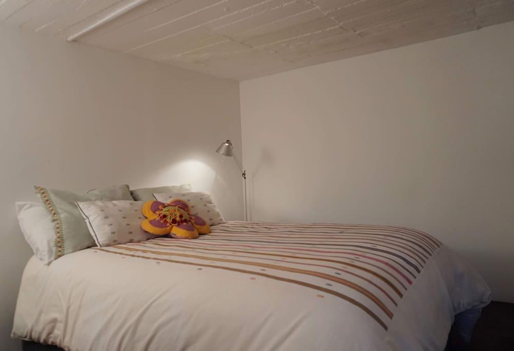 Para mi dormir es muy importante, es por eso que el colchón como la ropa de cama son de primera!