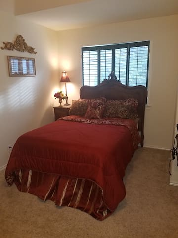 Large Quiet Private Room | Close to Airport