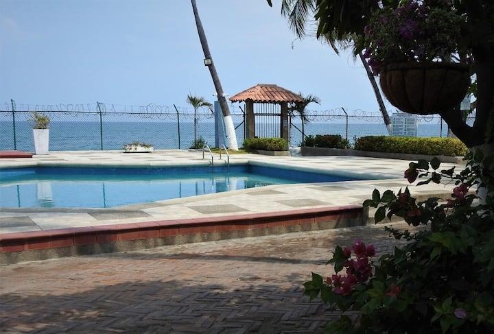 Casa de playa en Conjunto frente al mar.