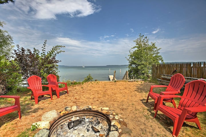 Studio Apt w/ Shared Beach-Steps to Suttons Bay!