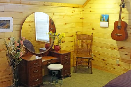 Downtown! Private 2BR Apt. Cheery & Bright! - Salida - Lejlighed