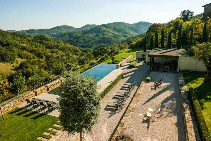 Stunning luxury 8 bed villa in Umbria with pool