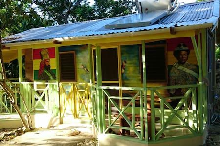 Real Jamaica - The Artist House - Oracabessa - Cabane