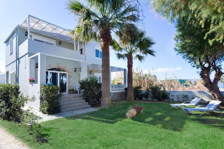 Big Blue Exclusive Seafront Villa - Drapanias - 別荘