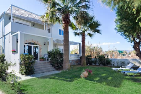 Big Blue Exclusive Seafront Villa - Drapanias