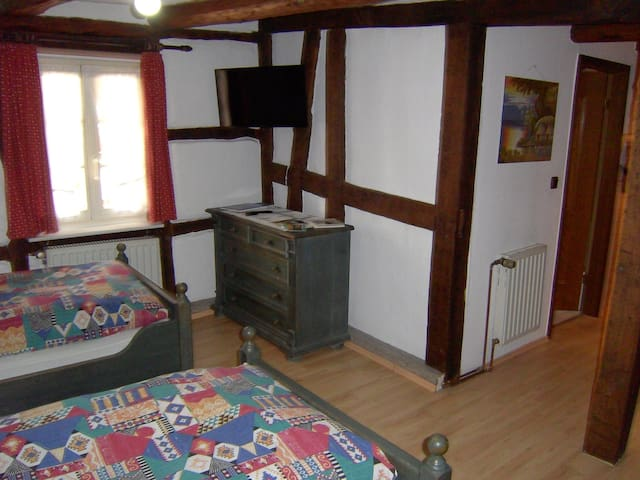Landgasthaus & Landhaus Hofmeister, (Diemelsee-Adorf), Appartement 2, 30qm, 1 Wohn-Schlafzimmer, für max. 2 Personen