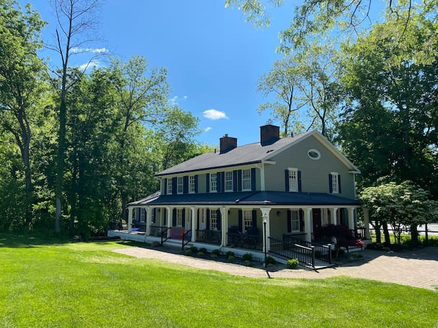 Luxury home on the banks of the Erie Canal