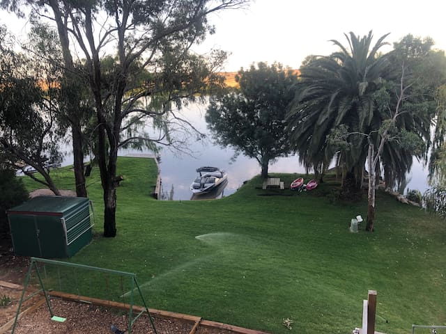 River Bend Retreat - Tailem Bend.