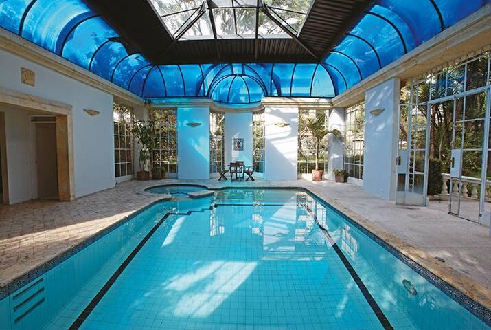 Esta es la piscina, la cual cuenta con calefacción.