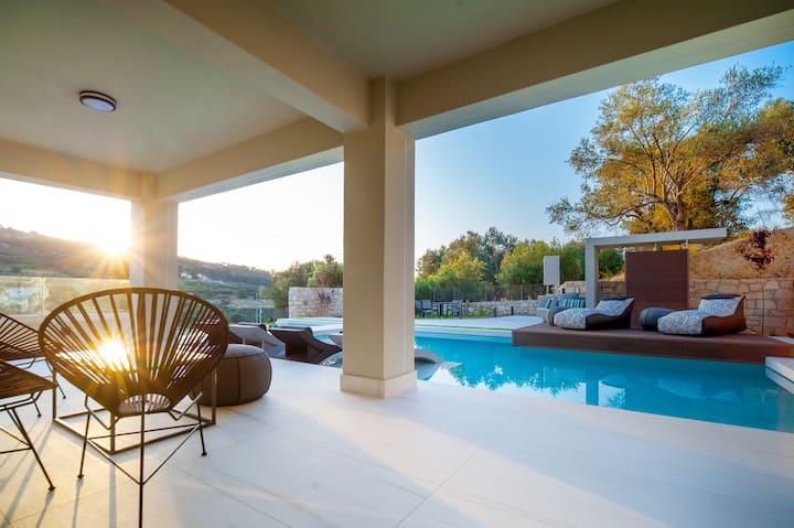 Premium Villa with 72 sqm Pool amidst Nature