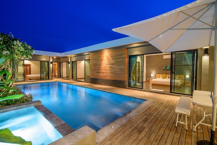 Seahouses Private Pool villa(walk to beach & town)