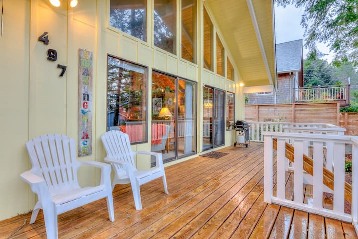 Two-Bedroom Manzanita Chalet with Sleeping Loft is a Stroll to the Beach