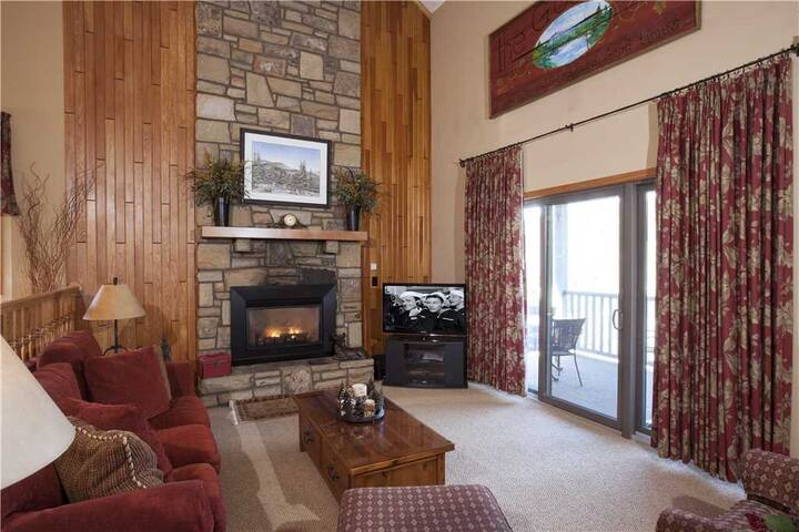 Adirondacks #4 - Chetola Resort 3BR Condo w/ Use of Full Resort Amenities Including Heated Indoor Pool and Fitness Center