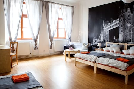 Stylish room inspired by London in the city centre - Brno - Departamento