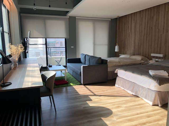 Lea's huge room in Tainan/ located in city center.