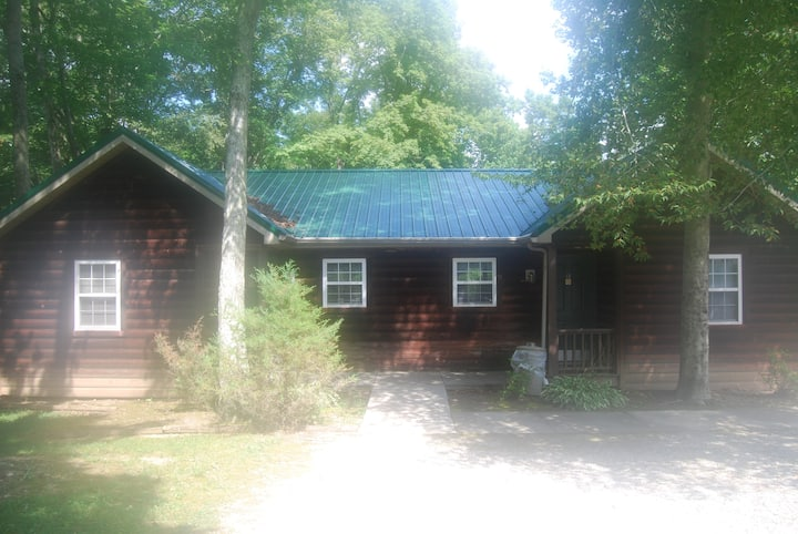 Woodsy Cabin @ LakePointe Resort- no cleaning fee!