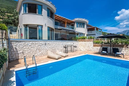 Stylish Villa Maria offers 10%Off For June & July