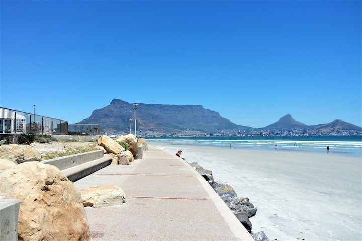 (3) Beachfront views of Table Mountain
