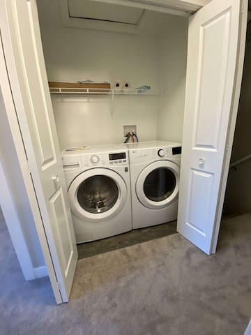 Brand new 2 BR twnhouse,cozy& close 2outlet mall