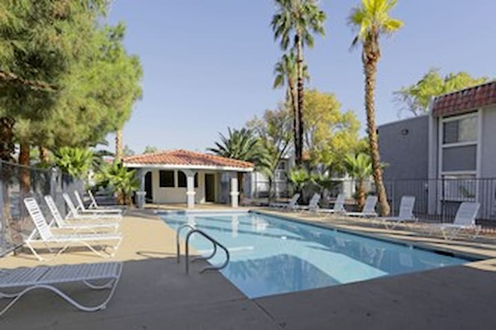 Entire 2Bd/2Bath Pad next to strip - Las Vegas - Apartament