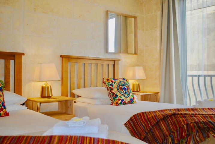 Qala Private Twin Room, Balcony & Breakfast