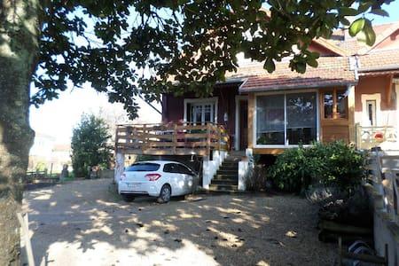 maison avec piscine et patio - Feillens - บ้าน