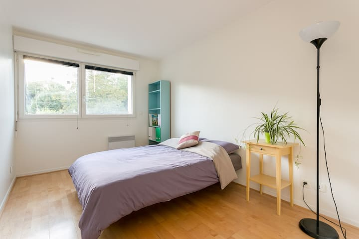 Room in a bright, modern home(70m2) - Suresnes - Appartement