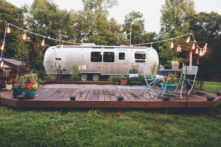 Airstream on 15 Wooded Acres 12 min from Downtown