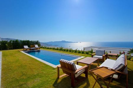 Luxurious seafront Bodrum villa with private pool