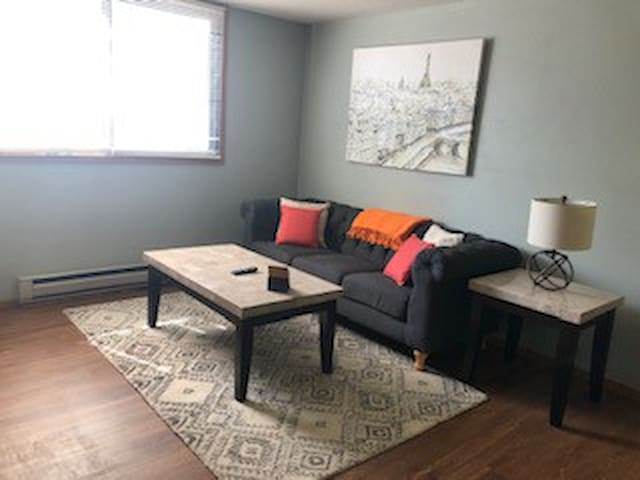 Iowa City Private Room Ideal for Long Stay